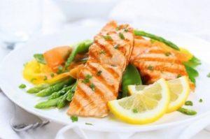 grillowany łosoś źródłem kwasów omega 3 i 6 działa jak balsam nawilżający